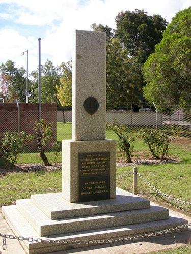 Barellan War Memorial : 27-03-2014