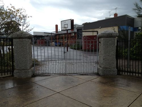 Belmont Primary School Memorial Gates : 16-09-2013