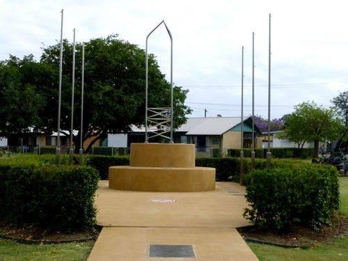 Biloela War Memorial : 14-10-2013