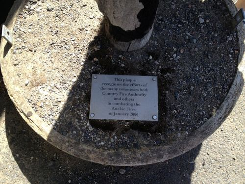 Bushfire Volunteers Plaque : 11-04-2014