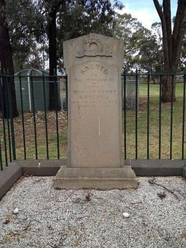 Captain Bacchus Grave : October 2013