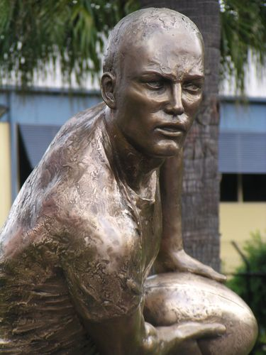 Darren Lockyer Statue