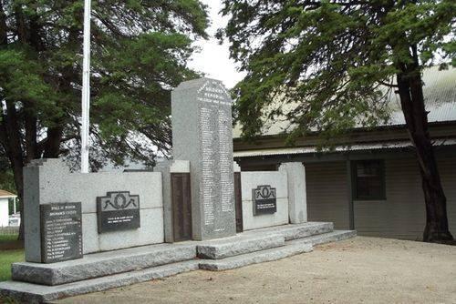 Cobargo War Memorial : November 2013