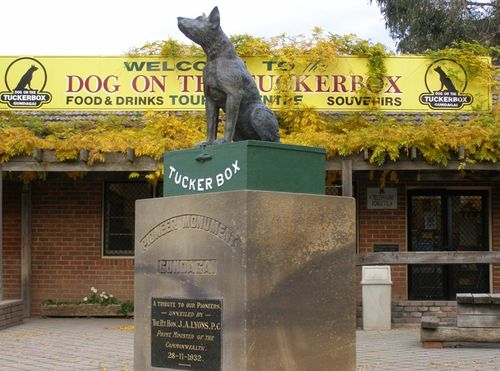 Dog on the Tuckerbox Memorial : 28-May-2010