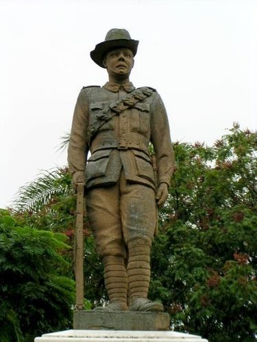 East Brisbane War Memorial Digger