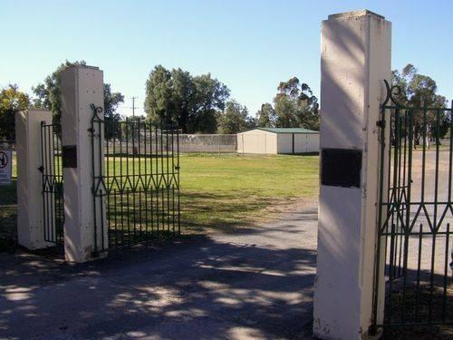 Sloggett Gates : 01-August-2014
