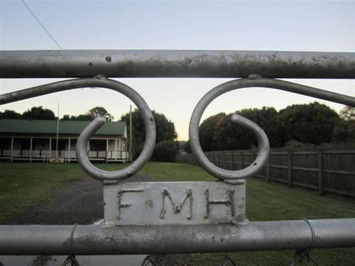 Federal Memorial Hall Gates : 10-05-2011