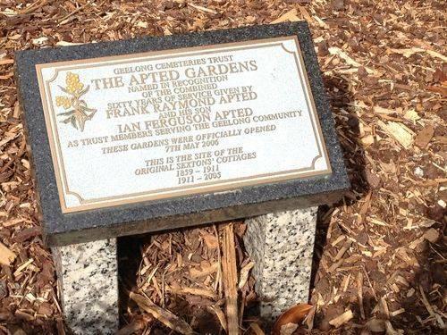 Apted Gardens Plaque : April 2014