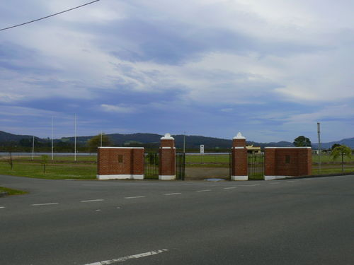 Franklin War Memorial Oval Gates