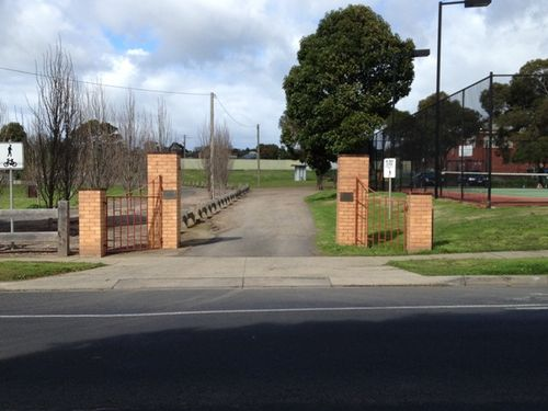 Highton Memorial Gates : 10-09-213