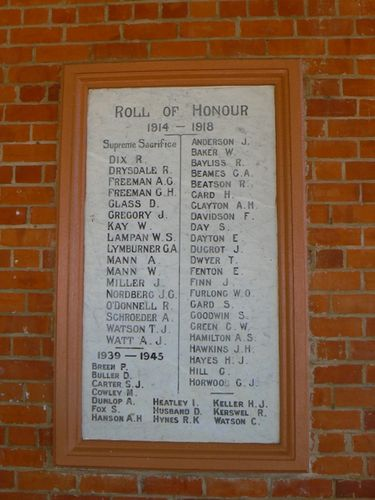Roll of Honour 1914 - 1918 and 1939 - 1945 : 25-April-2011