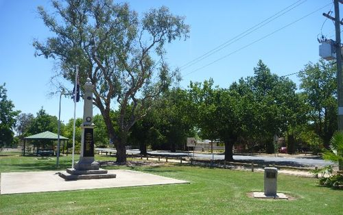 Howlong War Memorial : 17-January-2013