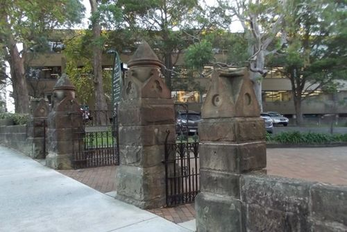 Harriott Memorial Gates : Feb 2014