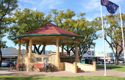 Loxton Soldiers Memorial : 16-July-2011