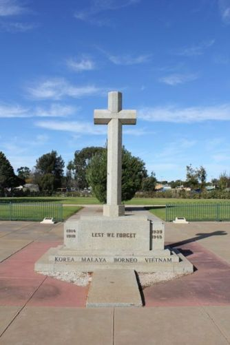Loxton War Memorial : 16-July-2011