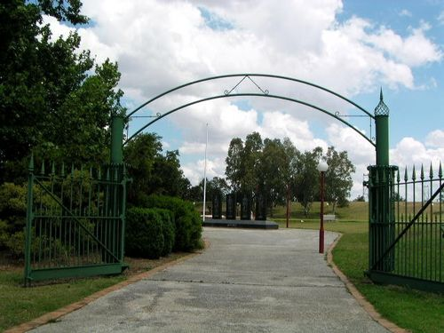Man O War Gates