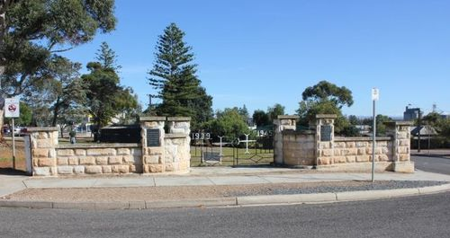 Memorial Gates & Playground : 06-May-2012