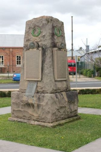 Moss Vale War Memorial : 17-July-2011