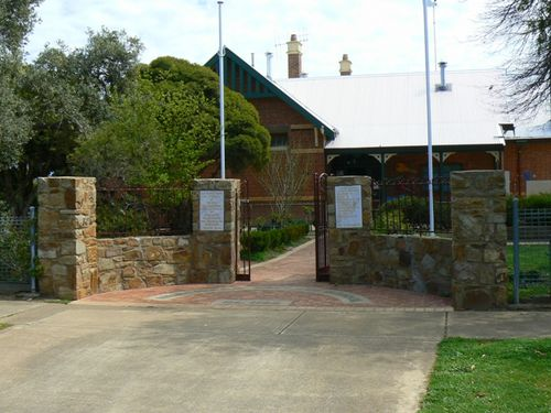 Murchison Primary School Memorial Gate : 20-September-2012