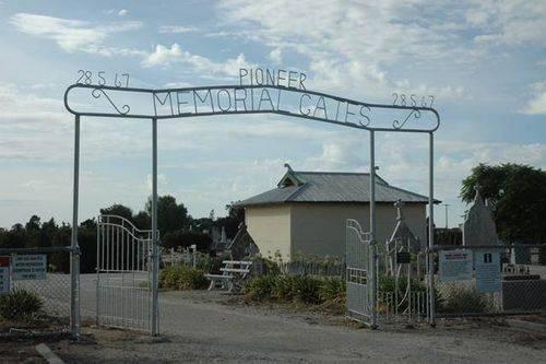 Pioneer Memorial Gates : 08-June-2013