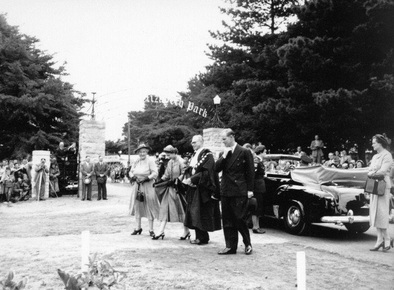 26-February-1954 : Queen Elizabeth II & the Duke of Edinburgh : State Library of South Aus