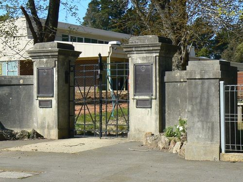 Scarsdale Primary School Memorial Gates