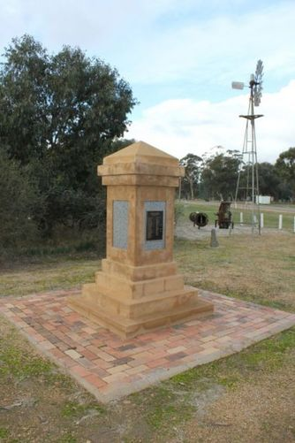 Tootool War Memorial : 10-August-2011