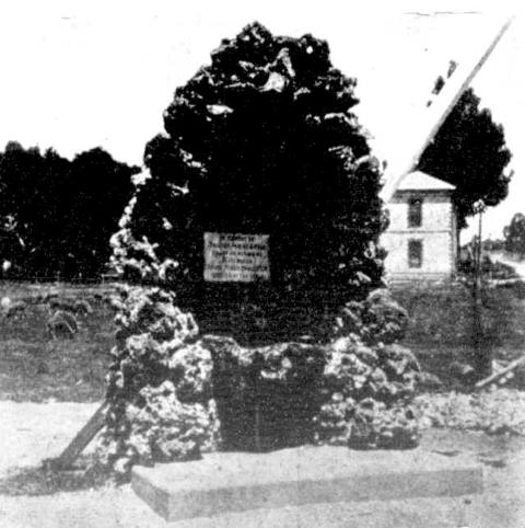 1903 : Original fountain after its dedication