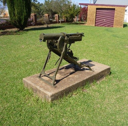 War Memorial Gun : 24-April-2011