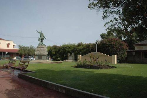 War Memorial Reserve Cenotaph : 08-June-2013