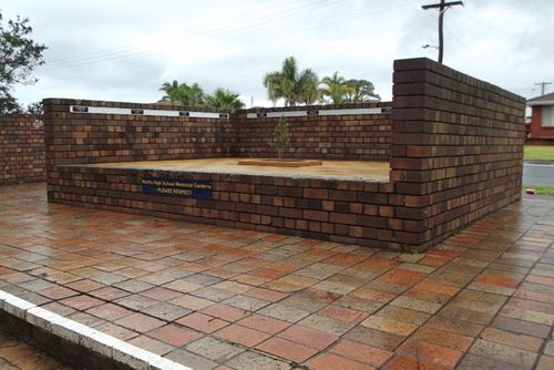 Warilla High School Memorial Gardens : 19-02-2014