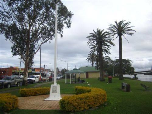Woodburn War Memorial : 11-07-2013