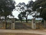 Broadford Memorial Gates : November 2013