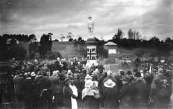 10-June-1922 : Unveiling ceremony : (Photo contributed by Heather May)