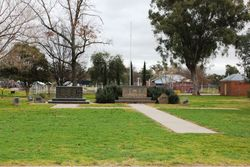 Henty War Memorial: 26-September-2016