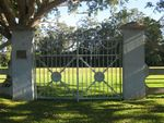 Peace Memorial Park Gates 2 : 04-07-2009