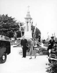 26-February-1964 : Queen Elizabeth II & Duke of Edinburgh visiting the monument - State Li