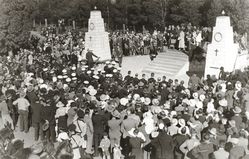 April-1934 : Unveiling of memorial :State Library of South Australia - B-28905