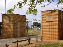 Breen Memorial Gates : 18-October-2014