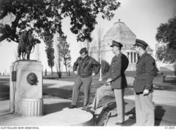 09-June-1942 : Australian War Memorial : Three American officers visiting the monument