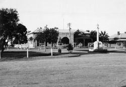 Circa 1931 : State Library of South Australia B-60629-96